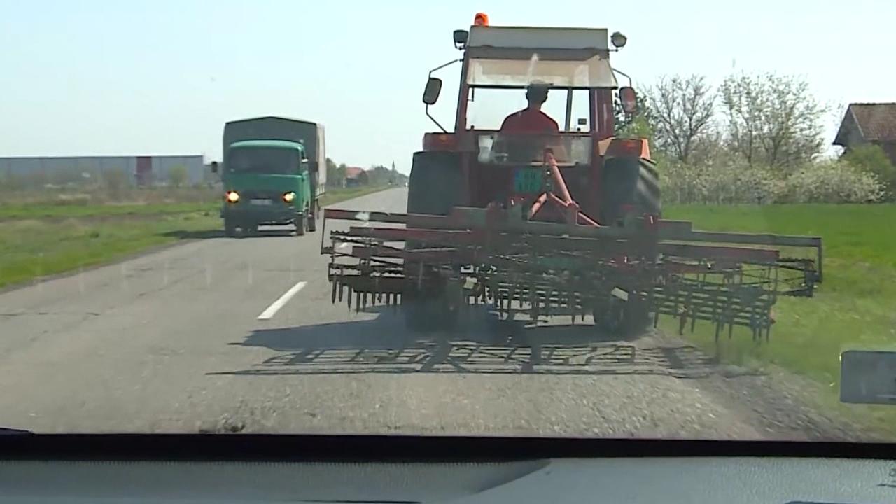 Koriste traktor kao prevozno sredstvo
