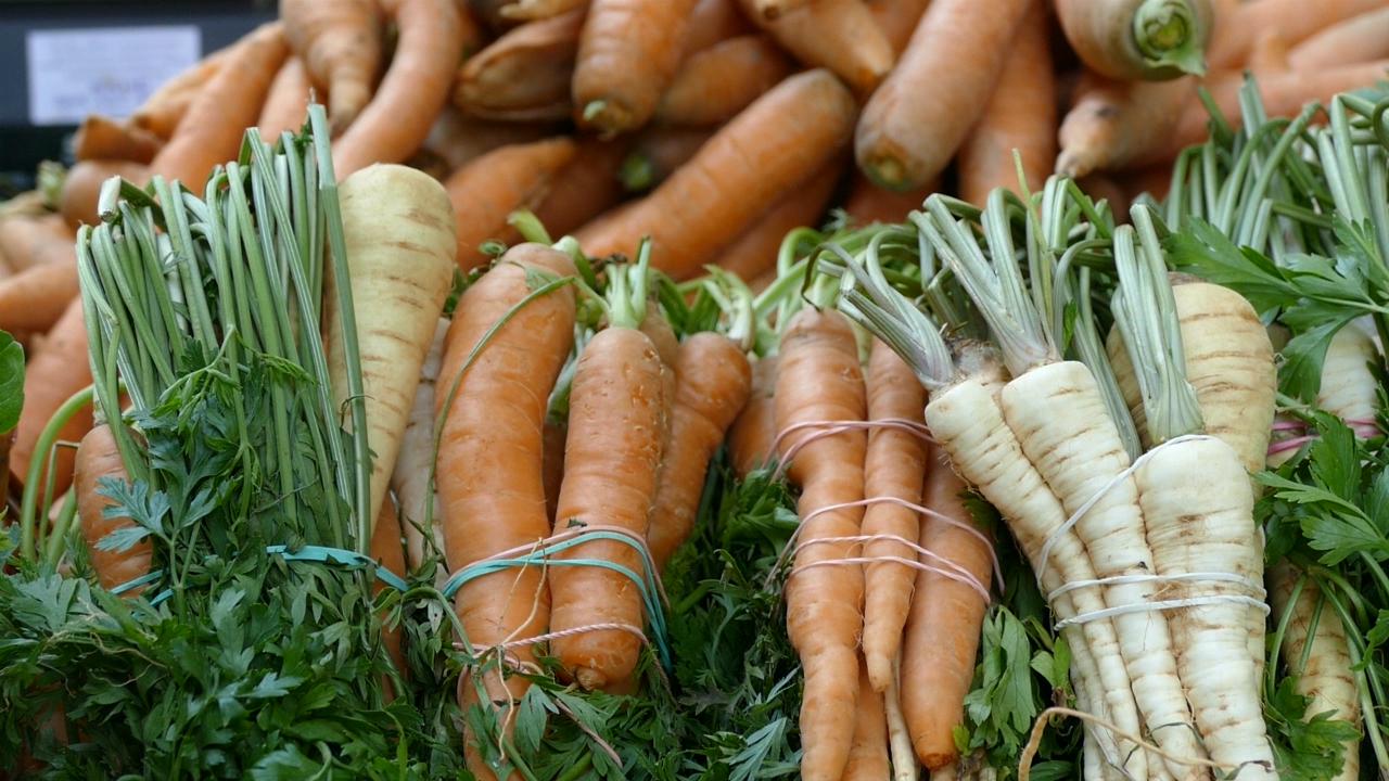FAO pozvao potrošače da se ne rukovode izgledom voća i povrća