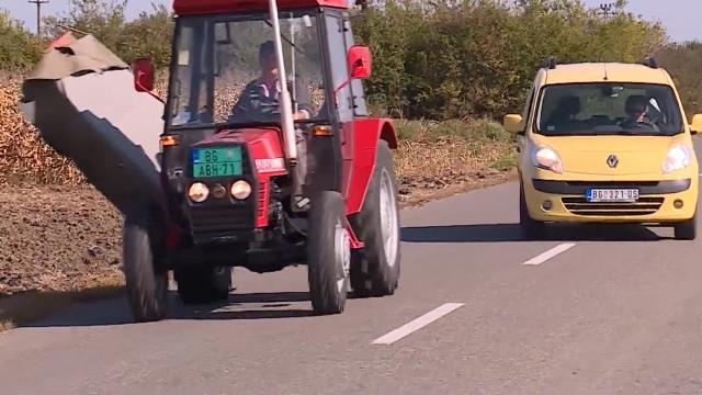 Pažnja – traktori!