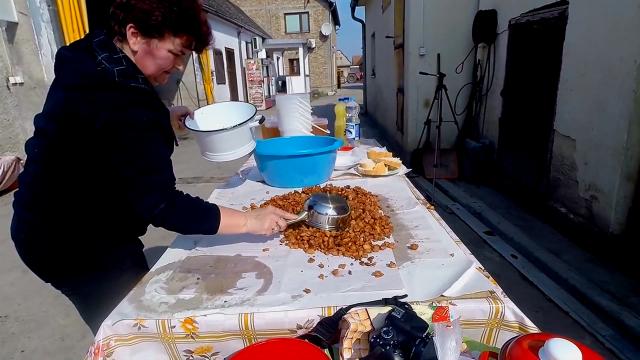 Posebna atrakcija takmičenje u pravljenju kobasica