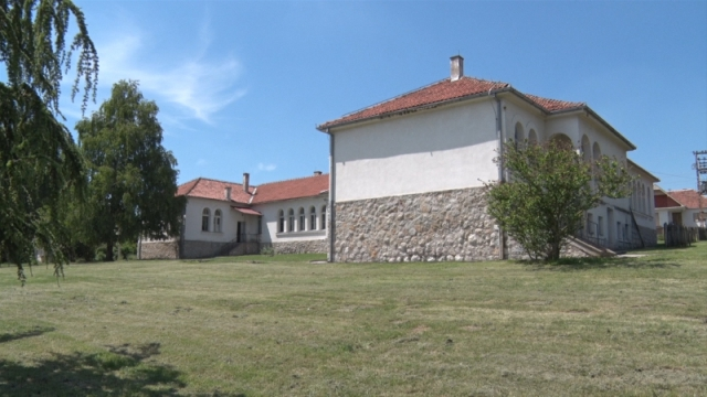 Zatvorene dve seoske škole