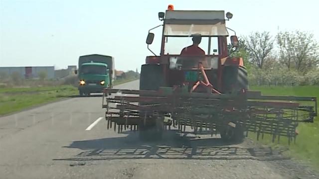 Poljoprivredne mašine predstavljaju faktor visokog rizika u javnom saobraćaju