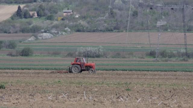 Nadmetanje za zakup državnog poljoprivrednog zemljišta