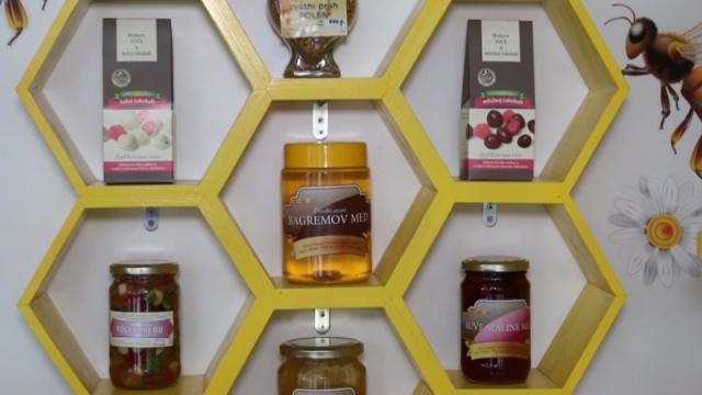 Med u kombinaciji  sa različitim vrstama voća