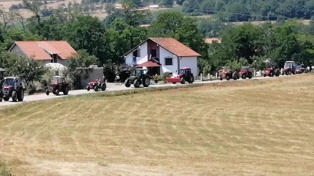 Traktori u akciji obnove Doma kulture